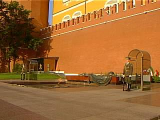 La tumba del soldado desconocido en el jardin de alejandro for Solados para jardines